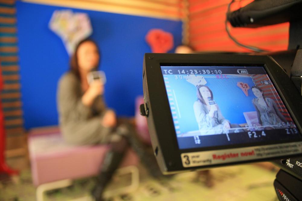 Nello studio di Dialogo TV mentre intervisto
